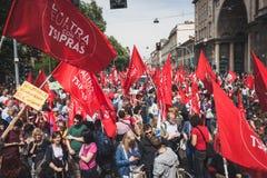 La gente que participa en el día de la liberación desfila en Milán Fotografía de archivo