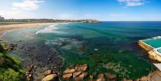 La gente que se relaja en el Bondi vara en Sydney fotos de archivo libres de regalías