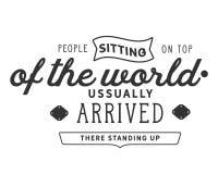 La gente que se sentaba en la cima del mundo, llegó generalmente allí levantándose stock de ilustración