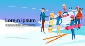 La gente raggruppa con il pendio di montagna della neve di vacanza di Ski Snowboard Winter Activity Sport Immagine Stock