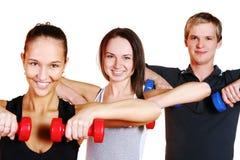 La gente raggruppa fare le esercitazioni di forma fisica Fotografie Stock Libere da Diritti