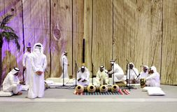 La gente realiza canciones del aljófar del folklore Fotografía de archivo
