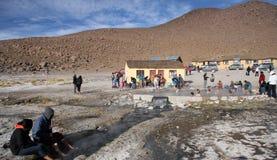 La gente riposa alla molla geotermica dell'acqua calda Fotografia Stock