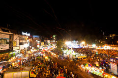 La gente riunita durante le celebrazioni dell'nuovo anno Immagini Stock