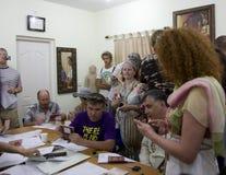 La gente russa ottiene i bollettini Immagine Stock Libera da Diritti