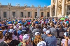 La gente in San Pietro Rome Fotografia Stock Libera da Diritti