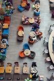La gente se sienta en las tablas del ½ del ¿del cafï La visión desde la tapa imagen de archivo libre de regalías