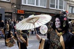 La gente si è agghindata in costume, carnevale, Ostenda fotografia stock