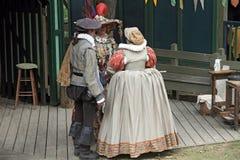 La gente si è vestita in costumi medioevali Fotografia Stock