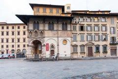 La gente si avvicina al museo di Bigallo a Firenze Fotografia Stock Libera da Diritti