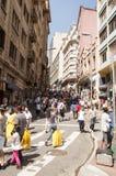 La gente si avvicina via al 25 marzo, città Sao Paulo, Brasile Fotografia Stock Libera da Diritti