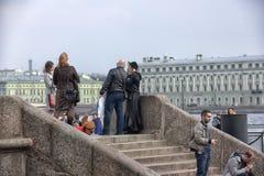 La gente si rilassa su Neva River Immagine Stock Libera da Diritti