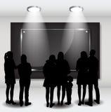 La gente siluetea la mirada en el capítulo vacío en Art Gallery FO Fotografía de archivo libre de regalías