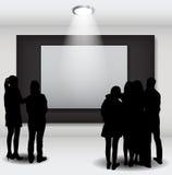 La gente siluetea la mirada en el capítulo vacío en Art Gallery FO Fotos de archivo