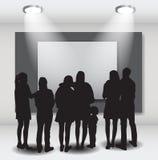 La gente siluetea la mirada en el capítulo vacío en Art Gallery FO Foto de archivo libre de regalías