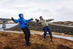 La gente sotto il forte vento Fotografia Stock Libera da Diritti