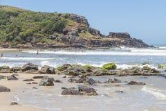 La gente in spiaggia di Torres Fotografia Stock Libera da Diritti