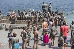 La gente sta prendendo un bagno di fango I bagni di fango sono grandi per la pelle Dalyan, Turchia Fotografia Stock