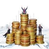 La gente su soldi Fotografie Stock Libere da Diritti
