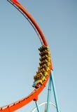 La gente su un giro del roller coaster Fotografia Stock Libera da Diritti