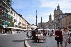 La gente su una festa a Roma, Italia immagine stock