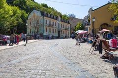 La gente sul mercato del ricordo sulla discesa di Andriyivskyy Fotografie Stock