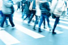 La gente sul passaggio pedonale Immagine Stock