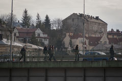 La gente sul ponte va al lavoro Immagine Stock Libera da Diritti