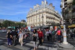 La gente sul Saint Michel del boulevard a Parigi, Francia Immagine Stock