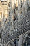 La gente sul tetto della cattedrale Milano Italia del duomo Immagini Stock Libere da Diritti