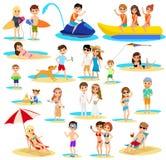 La gente sull'insieme della spiaggia Vacanza di estate Immagine Stock Libera da Diritti