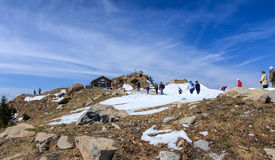 La gente sulla cima del Mt Stanserhorn in Svizzera Fotografia Stock