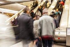 La gente sulla scala mobile Fotografia Stock