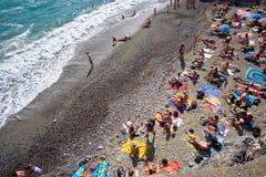 La gente sulla spiaggia Immagine Stock Libera da Diritti