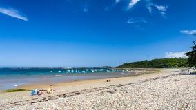 La gente sulla spiaggia Plage de la Baie de Launay Immagini Stock Libere da Diritti