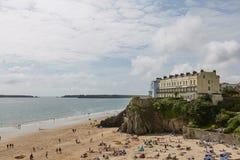 La gente sulla spiaggia in Tenby, Galles, Regno Unito Fotografia Stock Libera da Diritti