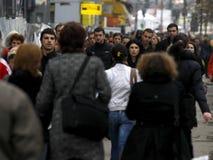 La gente sulla via Fotografie Stock Libere da Diritti