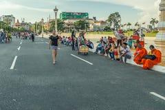 La gente sulla via di paese asiatico - il Vietnam e la Cambogia Immagine Stock