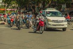La gente sulla via di paese asiatico - il Vietnam e la Cambogia Immagini Stock Libere da Diritti