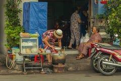 La gente sulla via di paese asiatico - il Vietnam e la Cambogia Fotografia Stock