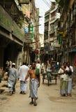 La gente sulle vie di Dacca Fotografie Stock