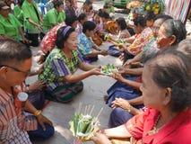 La gente tailandesa celebra el festival de Songkran o el festi tailandés del ` s del Año Nuevo Fotos de archivo