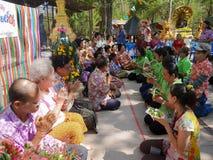 La gente tailandesa celebra el festival de Songkran o el festi tailandés del ` s del Año Nuevo Foto de archivo