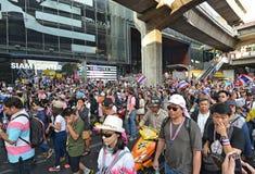 La gente tailandesa protesta contra la corrupción del gobierno de Thaksin contra el área central de Tailandia Foto de archivo