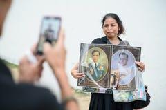 La gente tailandesa se aflige sobre el fallecimiento de rey Rama 9 Imagenes de archivo