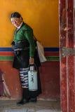 La gente in tempio tibetano Immagine Stock Libera da Diritti
