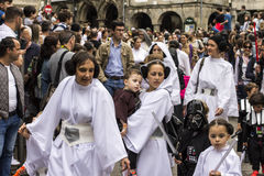 La gente travestita in costumi di Star Wars Fotografia Stock Libera da Diritti