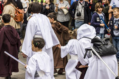 La gente travestita in costumi di Star Wars Immagine Stock