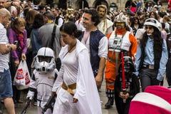 La gente travestita in costumi di Star Wars Fotografie Stock Libere da Diritti