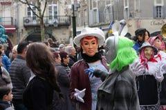 La gente travestita durante il carnevale di Limoux Fotografia Stock